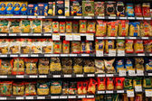 Assortment of italian pasta, macaroni in a supermarket Siam Paragon. Bangkok, Thailand. — Stock fotografie