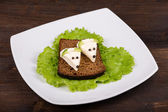 Fun food for kids - mouse with cheese on the bread — Stock Photo