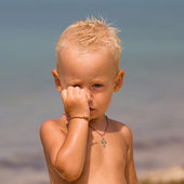 Offended child on the beach — Stock Photo