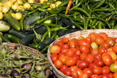 Many different ecological vegetables on market in India — Stock Photo