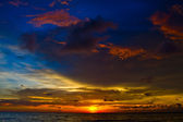 Beautiful sunset on the beach in Thailand. — Stock Photo