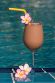 Chocolate shake at the swimming pool — Stockfoto