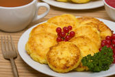 Sweet cheese pancakes on a plate — 图库照片