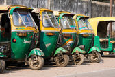 Auto rickshaw taxis on a road in Agra, India. — Stock Photo