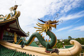 Pagoda and dragon sculpture of the Taoist Temple in Cebu , Philippines — Stock Photo