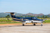 Airplane in Busuanga airport in island Coron, Philippines — Stock Photo