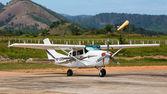 Airplane in Busuanga airport in island Coron, Philippines — Stock Photo