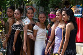 Filipino students in the school yard have a masquerade ball — Stock Photo