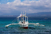 Tourists travel by boat between the islands of the Philippines — Stock Photo