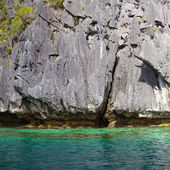 Rock and sea in El Nido, Philippines . — Stock Photo