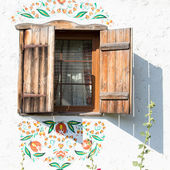 Window in ukrainian house, in Pirogovo, Kiev — Stock Photo