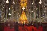 Golden Buddha statue at Cathedral glass, Temple in Thailand — Foto de Stock