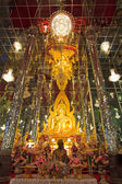 Golden Buddha statue at Cathedral glass, Temple in Thailand — Stock fotografie