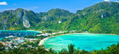 View tropical island with resorts - Phi-Phi island, Krabi Provin thailand — Stock Photo