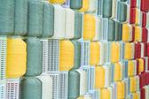 Rocchetto di filo colorato di ricamo in righe — Foto Stock