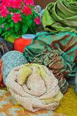 行で刺繍カラフルな糸のスプール — ストック写真