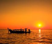 日落大海和船 — 图库照片