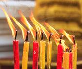 Vela de orações de iluminação — Fotografia Stock