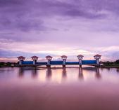Floodgate River dam — Stock Photo