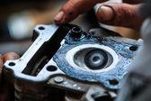 摩托车修理工 — 图库照片