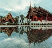 Wat Phra Sing Water reflection — ストック写真