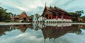 Wat Phra Sing Water reflection — Stock Photo