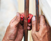 Repairman cut the copper pipe — Stock Photo