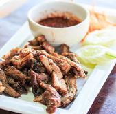Cordero a la brasa y cordero asado y salsa — Foto de Stock