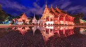 Temple in water reflection — Stockfoto