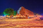 蜡烛光径的佛教仪式 — 图库照片