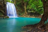 водопад и голубой поток — Стоковое фото