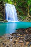 Arroyo cascada y azul — Foto de Stock