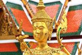 Goldene Statue von einem Kinnari — Stockfoto
