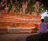 Candle lit Old Thai temple — Foto Stock