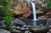 Vattenfall i skogen — Stockfoto