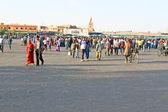 Place djemaa el fna - fameuse place et la place du marché à marrakech — Photo