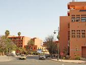 マラケシュの有名な赤い家と pa の美しい通り — ストック写真