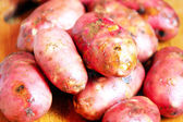 A heap of raw red potatoes — Stock Photo