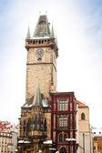 Prag stadshuset på torget i gamla stan — Stockfoto