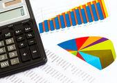фотография бизнес: калькулятор и финансовых графиков — Стоковое фото