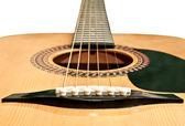 Beyaz arka plan üzerinde izole akustik gitar resmi — Stok fotoğraf