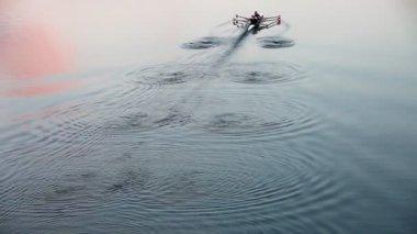 Rowing at dusk - leaving wonderful waving pattern — Stock Video