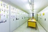 Sala di controllo di tensione elettrica di un impianto — Foto Stock