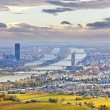 Cityscape of Vienna and Danube in the autumn at dusk — Stock Photo