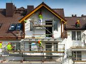 фасадные теплоизоляционные и покрасочные работы — Стоковое фото