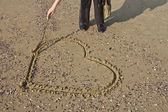 Heart written on the sand — Stockfoto