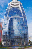 Modern office building in Moscow from low perspective — Stock Photo