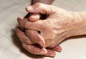 Old woman's hands — Stock fotografie