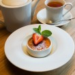 Creme brulee with strawberry — Stock Photo #46405973