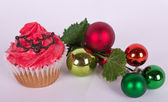 Christmas tree ornament and cupcake — Stock fotografie